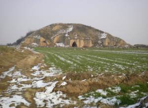 Consort Qi - The tomb of Concubine Qi, buried near Emperor Gaozu, in Xianyang, Shaanxi