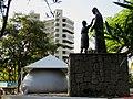 1º EPA - Encontro Paulista de Astronomia em Bebedouro, realizado na Praça Santa Paula Frassinetti (Praça da Santa). Ao fundo o planetário móvel. Mais de 4000 pessoas prestigiaram o evento inédi - panoramio.jpg
