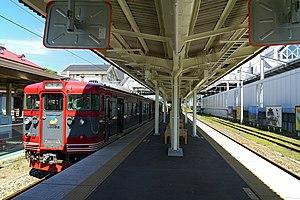 Karuizawa Station - Shinano Railway Line platform, July 2016