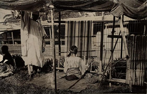 Looms in Lagos, photographed in 1910-1913 by H. Hunting of the Patterson Zuchonis trading company 1910s loom Lagos Nigeria by H Hunting of Paterson Zochonis 4545440293 University of Toronto.jpg