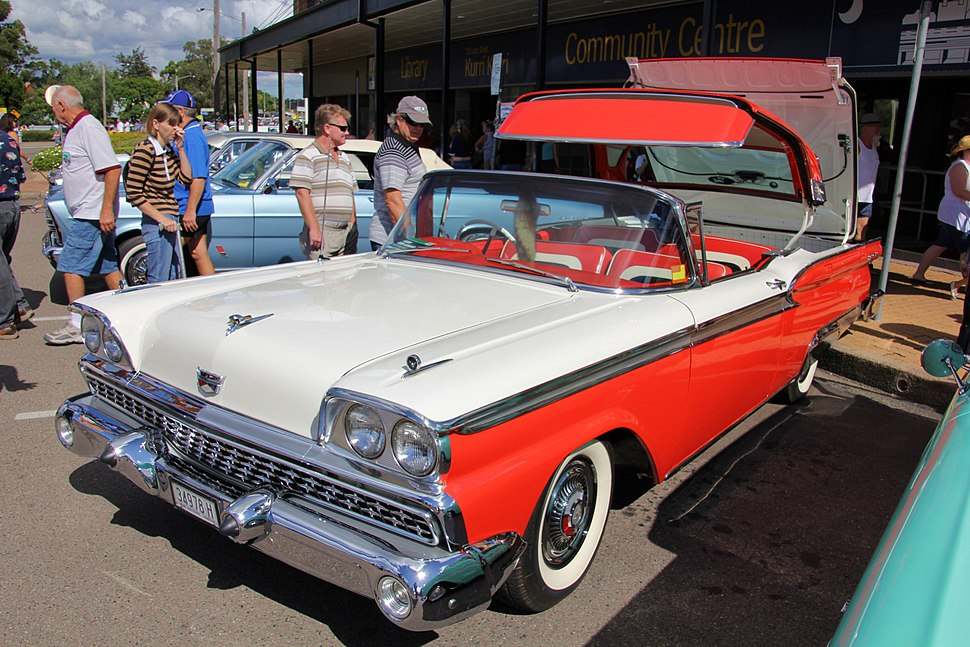1959 Ford Fairlane 500 Galaxie Skyliner convertible (7026234411)