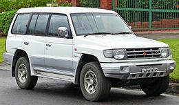 1997 Mitsubishi Pajero (NL) GLS (with Luxury Pack) wagon (2011-06-15) 01.jpg