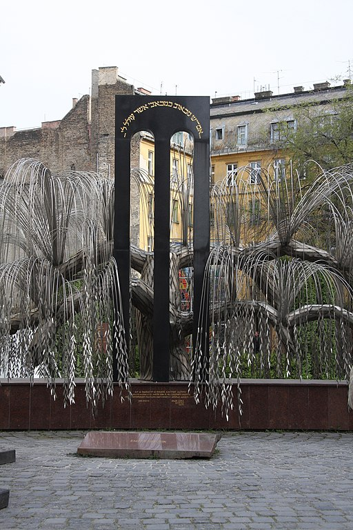 Jewish Tree of Life at Budapest Synagog (2)