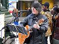 2013-03-30 Ostermarsch Hannover vom Kröpcke aus, Auftakt mit Gitarre und Gesang durch Wulf Hühne.jpg