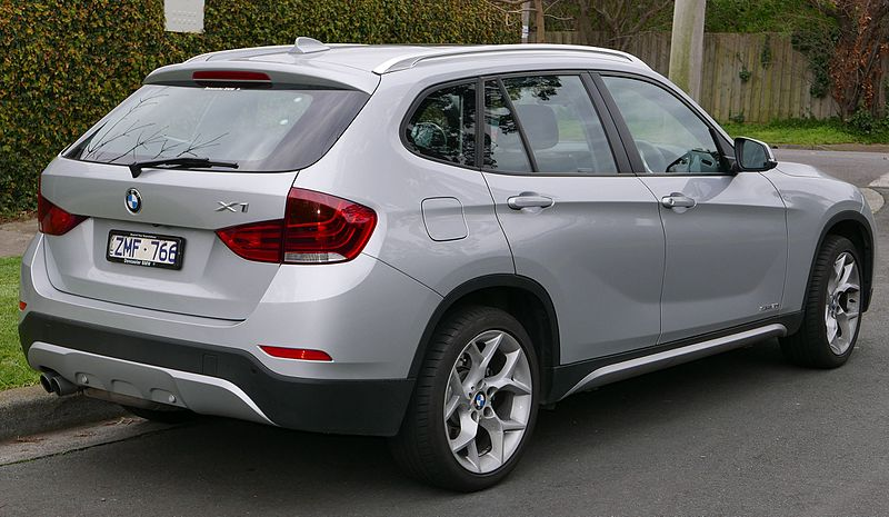 file 2013 bmw x1 e84 lci my13 sdrive20i wagon 2015 07 09 wikimedia commons. Black Bedroom Furniture Sets. Home Design Ideas