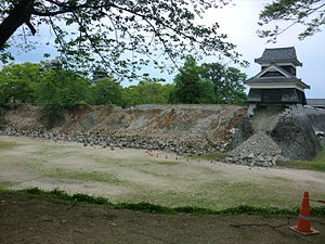 2016 Kumamoto earthquakes - Image: 2016 Kumamoto earthquake Kumamoto Castle 4