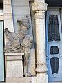 688 Antiga clínica Sabaté, pl. Alfons XII 7 (Tortosa), esfinx esquerra.JPG