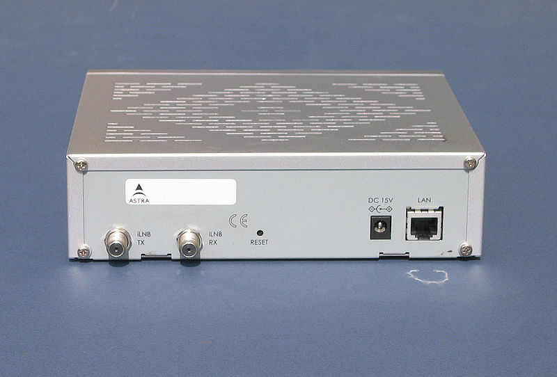 File:ASTRA2Connect Modem Rear.jpg