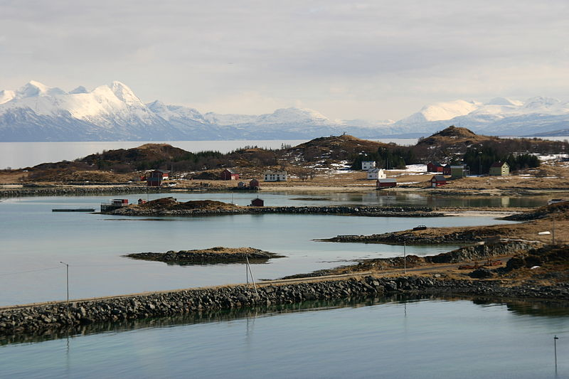 File:A view from Meløya with Andørja in the background.JPG