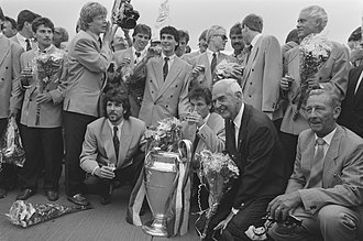 Works team - Players of PSV posing with the European Cup together with Frits Philips, chairman of the BOD of Philips, after their 1988 European Cup Final victory over Benfica in Stuttgart