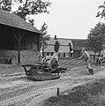 Aanleg en verbeteren van wegen, dijken en spaarbekken, landbouwwegen, zandbed ve, Bestanddeelnr 161-0777.jpg