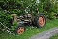 Abandoned Fordson tractor - geograph.org.uk - 430134.jpg