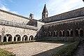 Abbaye du Thoronet, le cloître extérieur. Var.jpg