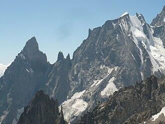 Col - The Peuterey Ridge. From left to right Aiguille Noire de Peuterey (3773 m), Brèche-sud (3429 m), the Dames Anglaises (3601 m), Brèche-central, L'Isolée, Brèche-nord (3491 m), Aiguille Blanche de Peuterey (4112 m) and Col de Peuterey (3934 m)