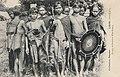 Alfred Raquez-Groupe de guerriers Khas-Kaseng (Laos).jpg