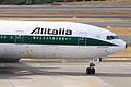 Alitalia B777-200ER(I-DISB) (4184939768).jpg