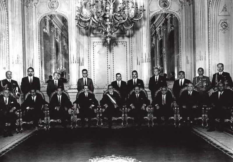 File:AllendeMinistros.jpg