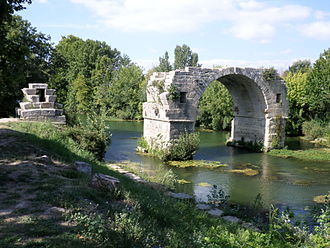 Pont Ambroix - Remaining arch of the Pont Ambroix
