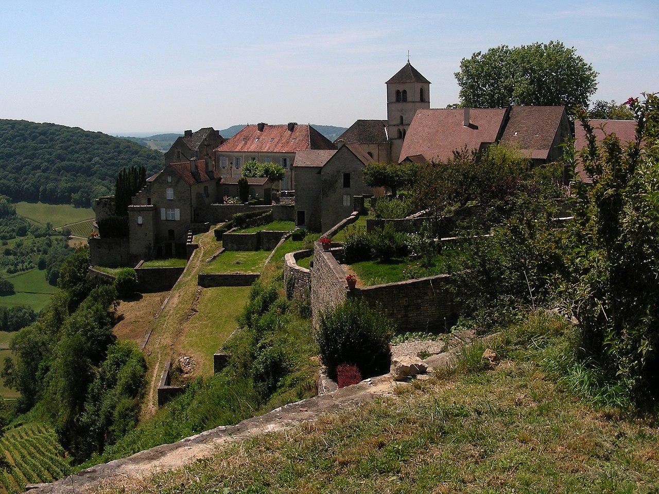 Ancienne Abbaye de Château-Chalon, Jura.JPG