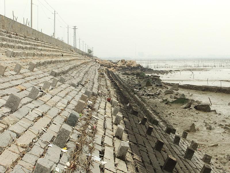 File:Anhai Bay - embankment along the west shore - DSCF8859.JPG