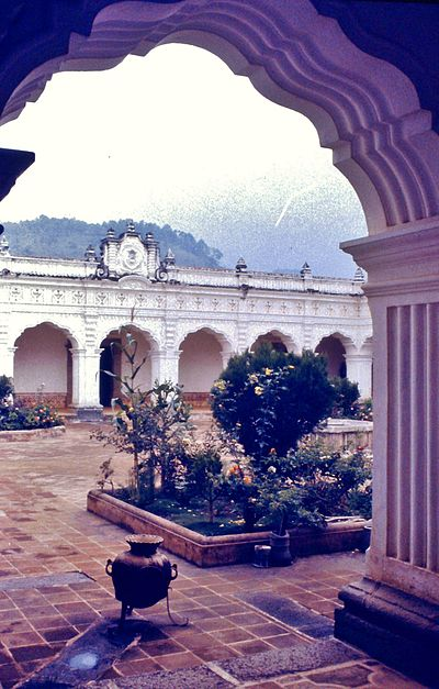 Royal and Pontifical University of San Carlos Borromeo. Picture from 1971 Antigua university courtyard.JPG