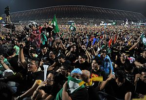 Malaysian general election, 2013 - A crowd of black-clad protesters at Kelana Jaya, Selangor.