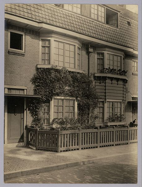 File:Arbeiderswoningen - Working-class housing Kraaipanstraat (6828946401).jpg