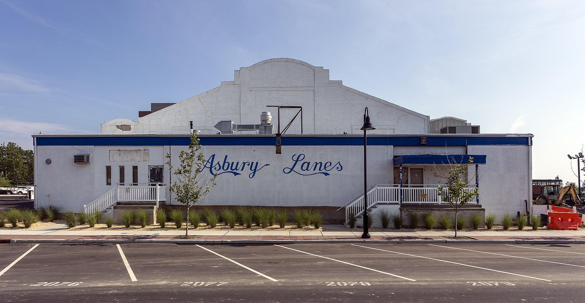 1920px-Asbury_Lanes_NJ1.jpg