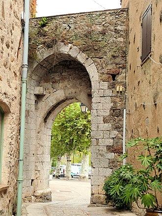 Auribeau-sur-Siagne - Image: Auribeau sur Siagne Vieux village Porte Soubran côté vieux village