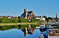 Auxerre Stadtpanorama vom Pont Paul Bert 5.jpg