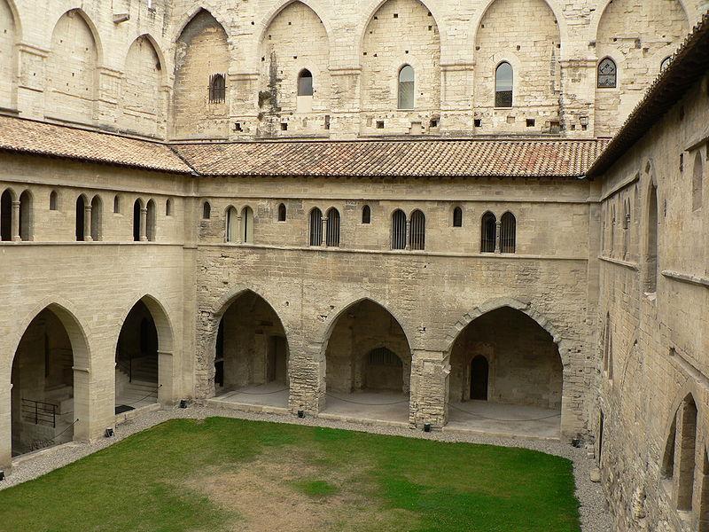 File:Avignon PPapes cloitre 082005.jpg