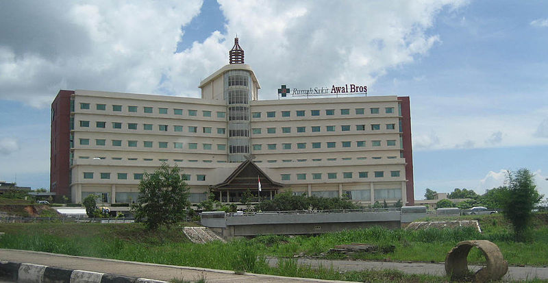 Berkas:Awal Bros Hospital at Batam Island, Indonesia.JPG