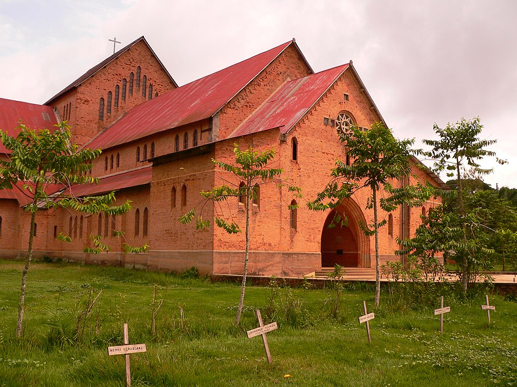 Basankusu Cathedral.jpg