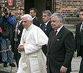 Benedictus XVI in Auschwitz-Birkenau2.jpg