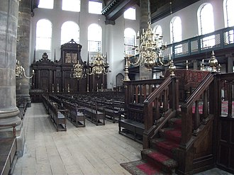 Portuguese Synagogue (Amsterdam) - The spacious interior is filled with benches