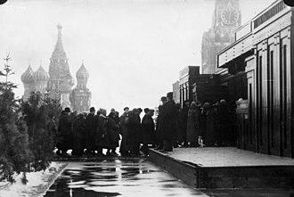 Kremlin Wall Necropolis - The first wooden Mausoleum in 1925