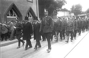 Bernhard Weiß (police executive) - Bernhard Weiß with Magnus Heimannsberg, and Albert Grzesinski at the funeral of murdered police officers Paul Anlauf and Franz Lenck, 1931