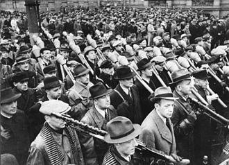 Volkssturm - Image: Bundesarchiv Bild 146 1971 033 15, Vorbeimarsch des Volkssturms an Goebbels, Berlin