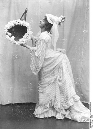 Leopoldine Konstantin - As Fortuna in the German theatre in 1911