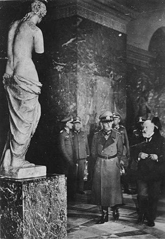 Louvre - Generalfeldmarschall Gerd von Rundstedt seen with a plaster model of the Venus de Milo, while visiting the Louvre with the curator Alfred Merlin on 7 October 1940