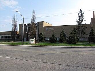 Cameron Heights Collegiate Institute - Exterior view