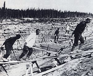 White Sea–Baltic Canal - Convicts at work, 1932