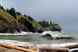 Cape Disappointment (Washington) - South side of Cape Disappointment and its lighthouse