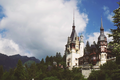 Castelul Peleș, văzut din depărtare.png