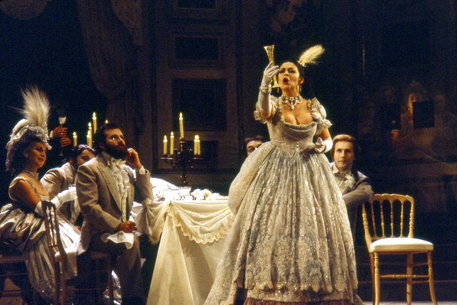 Catherine Malfitano dans Traviata par Claude Truong-Ngoc 1980
