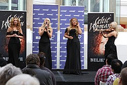 Celtic Woman im Macquarie Shopping Centre, Sydney