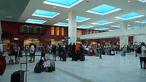 Chania International Airport - Image: Chania Airport, Schalterhalle
