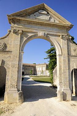 Chateau de Francs, Le porche.JPG