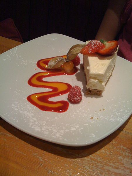 File:Cheesecake with strawberry sauce.jpg