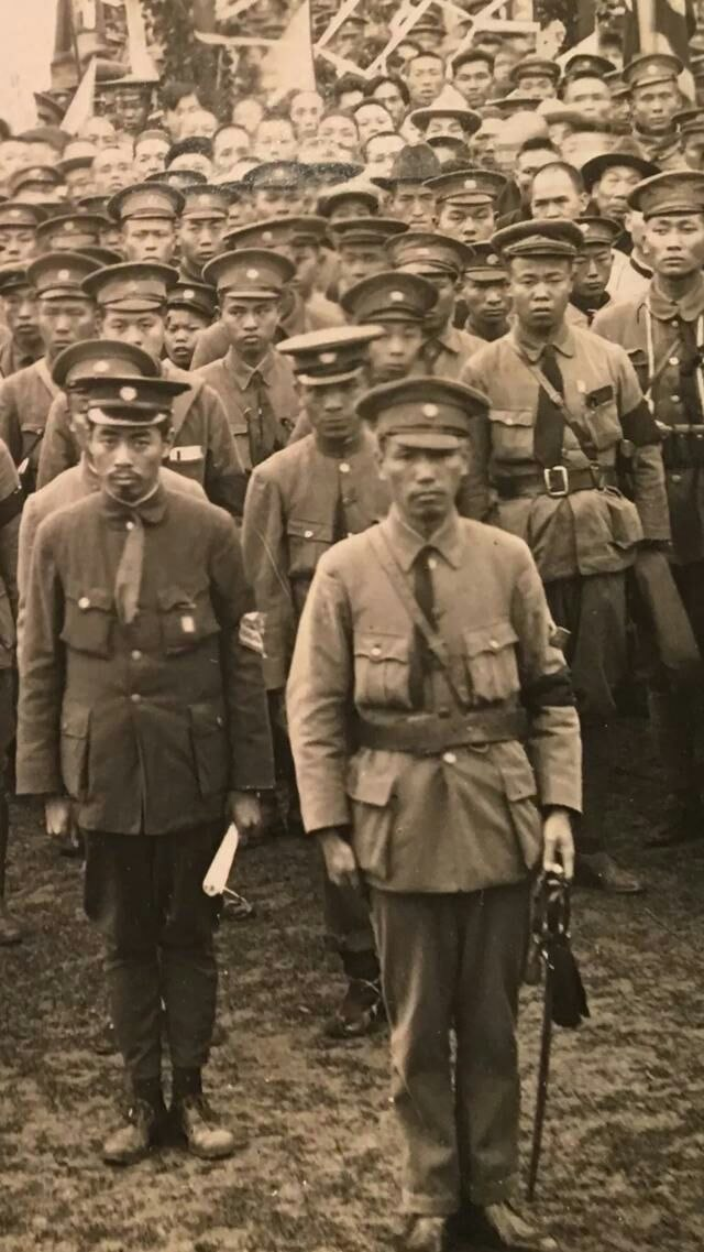 Chiang Kai-shek and Zhou Enlai with cadets at Whampoa Military Academy